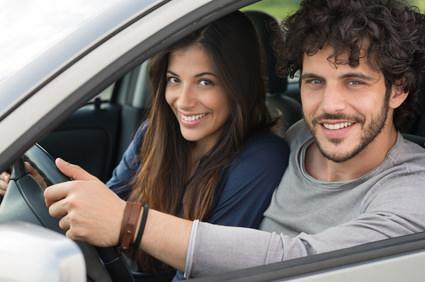 KFZ Versicherungsvergleich - Paar im Auto